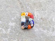 Lettera B  Iniziale in vetro di murano. Ciondolo pendente, colori vari con murrine inserite.