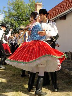 Hungarian folk costume (Kazár, Hungary) Art Costume, Folk Costume, Hungarian Dance, Vintage Outfits, Vintage Clothing, Art Populaire, Hungarian Embroidery, Fair Isle Pattern, Folk Dance