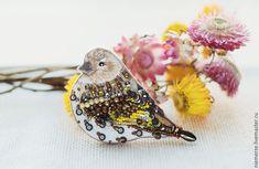 """Купить Вышитая брошь птица """"Петербург"""" - комбинированный, брошь птичка, вышитая брошь, украшение с вышивкой"""