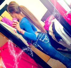 Brit Bee  Pony Tail LONG. Wish my hair was that long :(