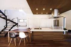 ウォールナットの家: 株式会社スタジオ・チッタ Studio Cittaが手掛けたダイニングです。