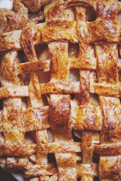 Apple, Pear, Butterscotch, and Cheddar Pie Blueberry Pie Recipes, Peach Pie Recipes, Chocolate Pie Recipes, Top Recipes, Fruit Galette Recipe, Apple Tart Recipe, Amazing Food Photography, Easy Pie, Apple Pear