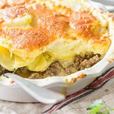 Hier zeigen sich Kartoffeln von ihrer deftigen Seite. Mit würzigem Hackfleisch und unter einer Goudakruste lässt dich allein der Duft in die Küche eilen.