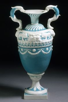 Style Guide: Neo-classicism - Victoria and Albert Museum Glass Ceramic, Ceramic Pottery, Pottery Art, Vases Decor, Art Decor, Rococo, Wedgewood China, Classical Greece, Victoria And Albert Museum