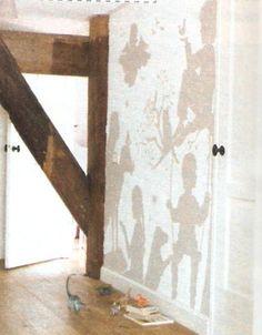 Silhouetten van de kinderen op de muur schilderen