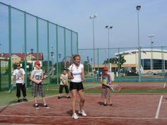 Jeśli lubisz aktywnie spędzać czas obóz tenisowy może być dla Ciebie. Od podstaw nauczysz się gry lub rozwiniesz swoje umiejętności, a także nawiążesz nowe znajomości. #tenis #grawtenisa http://www.jezykowe.eu/kolonie-obozy-jezykowe-miejscowosci/obozy-tenisowe-2015-dzwirzyno