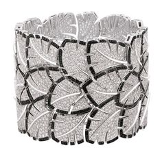 Éventail bracelet from the collection of Antique Biennale 2010, white gold, white and black diamonds, Chanel Joaillerie