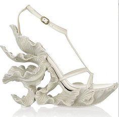 white art sandals. Sin palabras......no encuentro ninguna adecuada para definirla