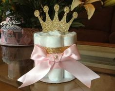 Torta princesa Mini pañal en color de rosa y oro por AllDiaperCakes