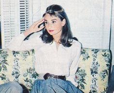"""thefashionofaudrey: """" The actress Audrey Hepburn photographed in her dressing room at the Paramount Studios Melrose Avenue, Hollywood) during an interview about her next film """"Breakfast at Tiffany's"""". Divas, Look Vintage, Vintage Mode, Leighton Meester, Vintage Outfits, Vintage Fashion, Classic Fashion, Vintage Clothing, Audrey Hepburn Mode"""