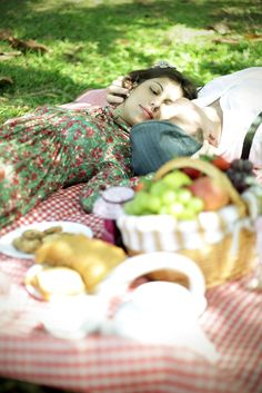 Okay, time for lunch. Tonight and Saturday we will do PICNICS and LUNCH IN THE GARDEN.