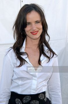 Juliette Lewis during The Annual IFP Independent Spirit Awards - Backstage at Santa Monica Beach in Santa Monica, California, United States. Get premium, high resolution news photos at Getty Images Oversized Button Down Shirt, Spirit Awards, Video Site, White Shirts, Image Now, Sexy Outfits, Martini, Documentaries, 18th