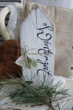 Mike Craft, Diy Pinterest, Pillos, Diy And Crafts, Arts And Crafts, Dollar Tree Christmas, Christmas Shows, Pallet Crafts, Winter Wonder