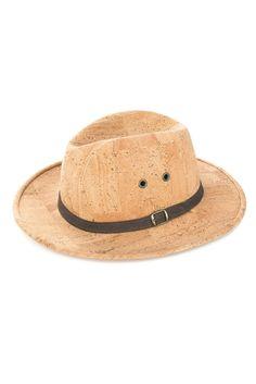 Veganer Hut aus Kork von Artelusa. 100% vegan hergestellt in Portugal aus fairer Produktion. Umweltfreundliches Kork Accessoire für jedes Wetter. Der wasserabweisende Korkstoff lässt dich auch bei Regen nicht im stich. Handgemacht. Natürliche und faire Mode für einen nachhaltigen Lebensstil. www.korkeria.ch   #kork #hut #korkhut #vegan Panama Hat, Portugal, Fashion, Knight, Accessories, Natural Colors, Headboard Cover, Vegans, Pocket Wallet