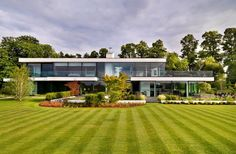 A Modern Country House On The Banks Of The River Thames by Gregory Phillips Architects | http://www.designrulz.com/design/2014/08/modern-country-house-banks-river-thames-gregory-phillips-architects/