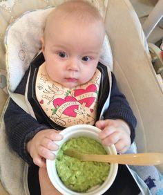 Dziś serwowałam Olivierowi zielony chłodnik. Przepis: 1 awokado obrane bez pestki  05 ogórka obranego bez nasion Wkładamy awokado i ogórek do miksera lub blendery i miksuje na gładki kremowy mus. Pyszotka  #zielonychlodnik #mus #kremowy #syn #6miesiecy #obiad #yummy #avocado #ogorek #parentsblog by agnieszka_sloma