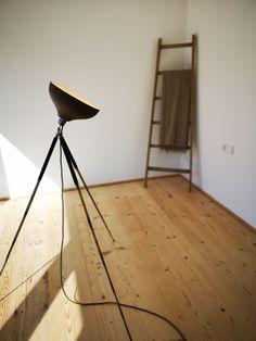 Raum Architektur Tripod Lamp, Lighting, Home Decor, Light Design, Tripod, Light Fixtures, Architecture, Decoration Home, Room Decor