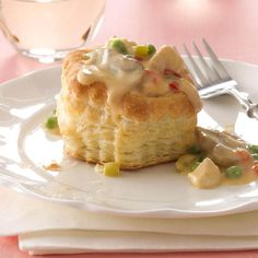 Pastry Chicken a la King Recipe- Recipes Mom made this smell and look so divine, I forgot that peas—which I disliked—were in it. Turkey Recipes, Chicken Recipes, Dinner Recipes, Dinner Ideas, Meal Ideas, Yummy Recipes, 1920s Food, Swiss Steak, Frozen Puff Pastry