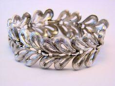 Vintage Silver Tone MONET Signed Leaves Links Bracelet #Monet #vintage #jewelry