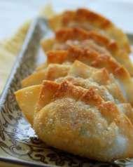 Mandu (Korean Dumplings) - this is the Korean food I most want to try next! Dumplings are my weakness ^^ Korean Dumplings, Fried Dumplings, Yummy Snacks, Yummy Food, Healthy Food, Korean Dishes, Korean Rice, Wontons, Dumpling Recipe
