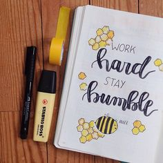 I love when bullet journal spreads have a theme. During the warmer months, bees are a cute and popular theme to use for your journal. Bullet Journal Tools, Bullet Journal Essentials, Bullet Journal 2020, Bullet Journal Aesthetic, Bullet Journal Ideas Pages, Bullet Journal Spread, August Bullet Journal Cover, Hand Lettering Alphabet, Bee Theme