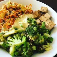 I am back to healthy #vegan lunch bowls after my juice cleanse and Yom Kippur fast yesterday. I used leftover veggies for this one - spiralized sweet potato and broccoli, and marinated tofu. #plantbased #cleaneating #healthyeating #veganbowls #whatveganseat