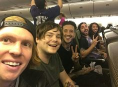 Oke, this is by far one of the best pictures of OM&M. I can't even decribe how much I love it♡