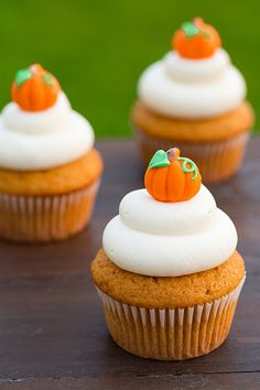 This Halloween, make your own edible pumpkin patch with these  pumpkin cupcakes.