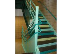 Scale dipinte con diverse sfumature di verde e azzurro.