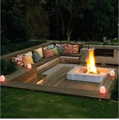 Back patio fire pit ideas pictures of backyard fire pits outdoor fire pit ideas backyard images Fire Pit Seating, Fire Pit Area, Backyard Seating, Fire Pit Backyard, Backyard Patio, Deck Seating, Sunken Patio, Deck With Fire Pit, Fire Pit Pergola