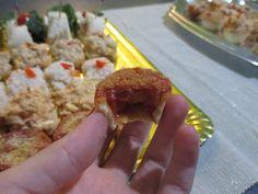 canapé de salsa de vieira gallega tartaleta de tomate frito, cebolla, gamba y tacos de jamón Snacs para fiestas canapés para fiestas
