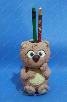 Porta-lápis confeccionado em biscuit (porcelana fria) e colunas globo da Celebrate. Biscuit porcelana fria fimo polymer clay
