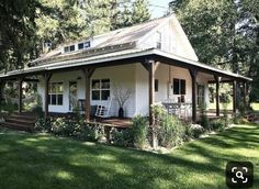 Nice Small Modern Farmhouse with Front Porch Design Ideas