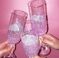 Pink champagne with pink glitter Photo Rose, Pink Photo, Boujee Aesthetic, Bad Girl Aesthetic, Aesthetic Grunge, Aesthetic Vintage, Aesthetic Clothes, Violet Aesthetic, Alcohol Aesthetic