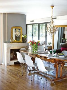 There are lots of definitions of modern dining room design. Dining Room Walls, Dining Room Lighting, Dining Room Design, Table Lighting, Antique Dining Rooms, Boho Living Room, Dining Room Inspiration, Kitchen Dining, Kitchen Furniture