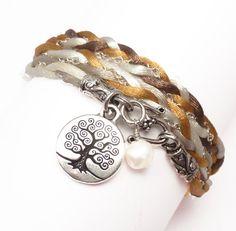 Isn´t it gorgeous? I love this bracelet from http://www.etsy.com/shop/charmeddesign1012 on @etsy #handmade #bracelet #jewlery #fashion