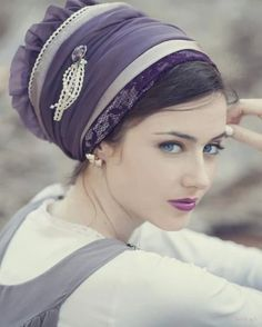 Tichel is the well known with other name called mitpachat. This is a type of head scarf women wear f Idda Van Munster, Turban Hijab, Scarf Styles, Hair Styles, Turbans, Headscarves, Hair Cover, Purple Lace, Scarf Hairstyles