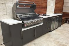 Simple Outdoor Kitchen, Small Outdoor Kitchens, Outdoor Kitchen Bars, Outdoor Kitchen Design, Outdoor Bars, Outdoor Ideas, Built In Bbq, Bbq Area, Kitchen Remodel