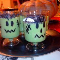 atelier cuisine halloween recette crème frankenstein Frankenstein, Oreo, Pudding, Mugs, Tableware, Desserts, Blog, Halloween Kitchen, Vanilla Cream