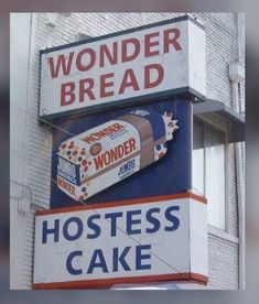 Wonder Bread & hostess cakes-always in the cabinets when we were growing up. Vintage Advertisements, Vintage Ads, Vintage Signs, Vintage Stores, Vintage Classics, Vintage Labels, Vintage Posters, Vintage Items, Hostess Cakes