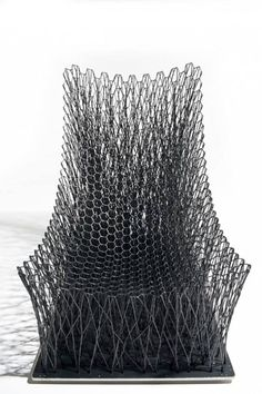 Luno Stuhl mit geschwungenem Sitz-Carbonfaser-Metall Basis