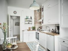Outstanding modern kitchen room are offered on our website. Check it out and you wont be sorry you did. Rustic Country Kitchens, Modern Farmhouse Kitchens, Home Kitchens, Modern Kitchen Cabinets, Kitchen Interior, Kitchen Decor, Kitchen Ideas, Nice Kitchen, Little Kitchen