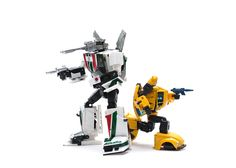 Transformers Masterpiece MP-20 Wheeljack and MP-21 Bumble (Bumblebee)