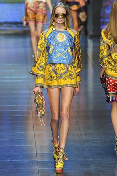 D&G head to toe desire those shoes are seriously amazing Fast Fashion, High Fashion, Fashion Show, African Print Fashion, Fashion Prints, Runway Fashion, Spring Fashion, Haute Hippie, Yellow Fashion