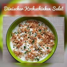 Dänischer Kochschinken Salat  Zutaten:   - 2 Packungen Kochschinken - 1 Zwiebel  - 1 Flasche Mayonnaise  (oder Mayo eigenständig herstellen) - Röstzwiebeln  Zubereitung:   - Kochschinken in einer Moulinette zerkleinern und eine Hälfte der Masse in eine Schüssel geben  - Hälfte der Mayonaise darüber geben - Hälfte der Zwiebel darüber verteilen  - Vorgang wiederholen  - mit Röstzwiebeln und nach Geschmack mit Petersilie und/ oder Schnittlauch bestreuen