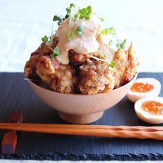 おかずをごはんにドーンとのっけるだけ。手軽なごちそう「#のっけごはん 」って最高!|おうちごはん Japanese Bowls, Japanese Food, How To Cook Rice, Recipes From Heaven, Serving Bowls, Cooking Rice, Yummy Food, Lunch, Food Heaven