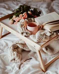from IG, possibly feed of Paulina Garlacz Coffee Photography, Lifestyle Photography, Glamour Photography, Editorial Photography, Fashion Photography, Flatlay Instagram, Deco Rose, Decoration Vitrine, Cozy Aesthetic