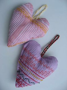 hearts from waffle weave cloth Yarn Crafts For Kids, Crafts To Do, Swedish Weaving, Textile Fabrics, Sewing For Kids, Couture, Valentines Day, Projects To Try, Coin Purse