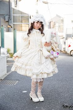 Rizurit on the street in Harajuku wearing a white lolita look from Baby, The Stars Shine Bright with a Prism Paradise purse. Full Look Japanese Street Fashion, Tokyo Fashion, Harajuku Fashion, Kawaii Fashion, Quirky Fashion, Cute Fashion, Fashion Outfits, Mode Lolita, Lolita Style