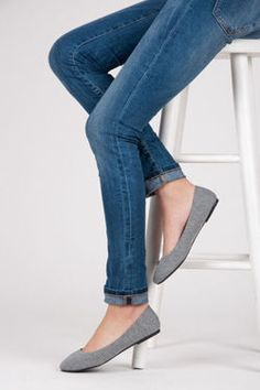 gray ballerina Product code: 216 L.G / S3-11P Color: shades of silver and gray Kind of heel: flat Kind tip: full Material: Textile Season: Spring / Summer Entry: eco leather Occasion: daily Style: casual Footer: full, soft Sole: plastic, smooth https://cosmopolitus.eu/product-eng-91677-.html #Ballerina #spring #fashion #comfortable #cheap #style #smooth #gray #monochrome
